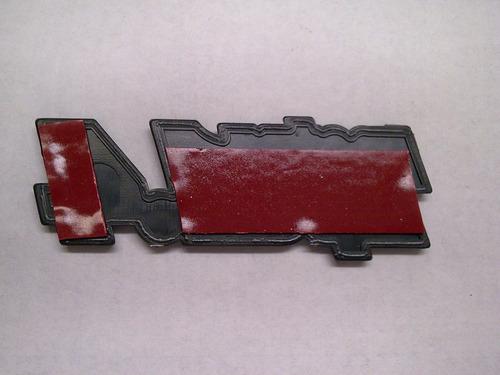 insignia guardabarro fiat uno 88/92 motor tipo 1.4 roja