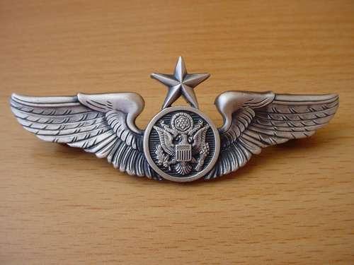 insignia las alas para miembro de tripulación de us af