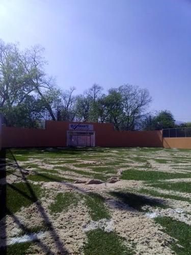 instalación de canchas de  pasto sintético