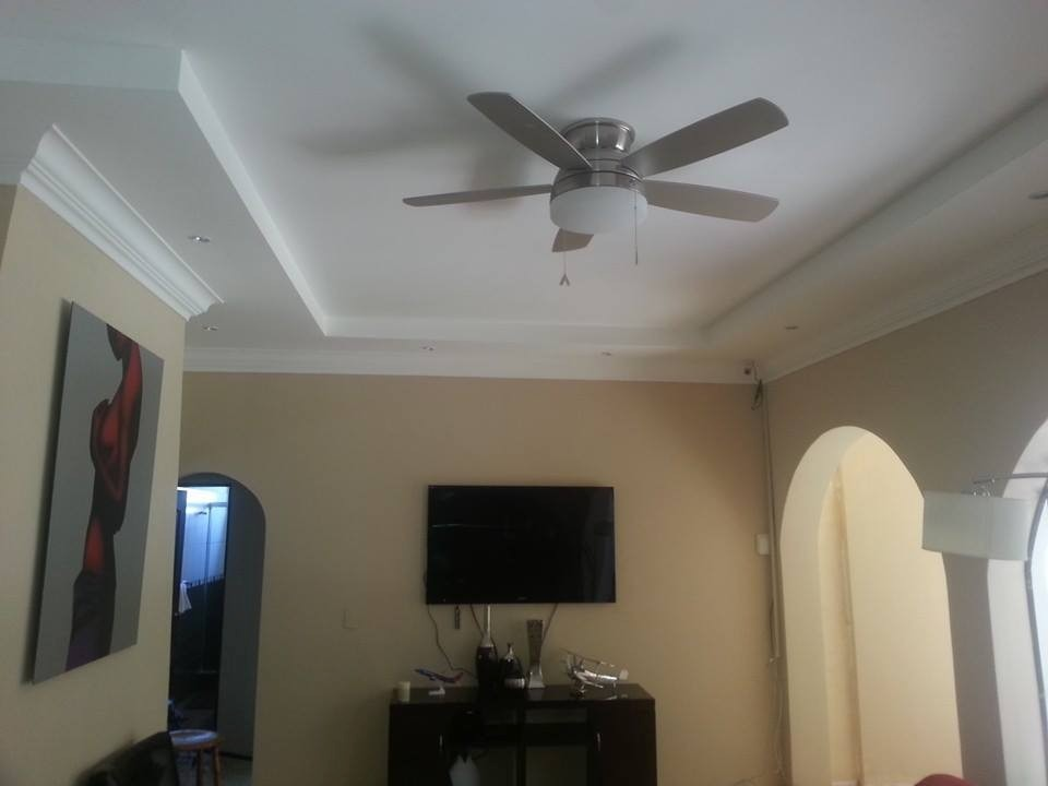 Instalacion de cielo raso en tablilla pvc 2 600 en for Modelos de cielo raso para salas