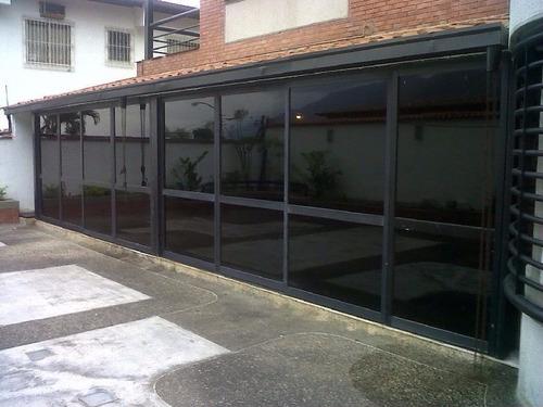 instalación de papel ahumado para oficina empresa apartameto