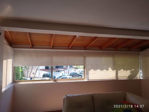 instalación de persiana y puertas de baños hechas a medida