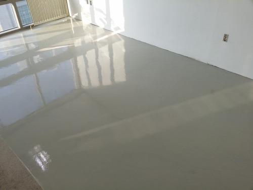 instalación de pisos en micro cemento y epoxy colores sólido