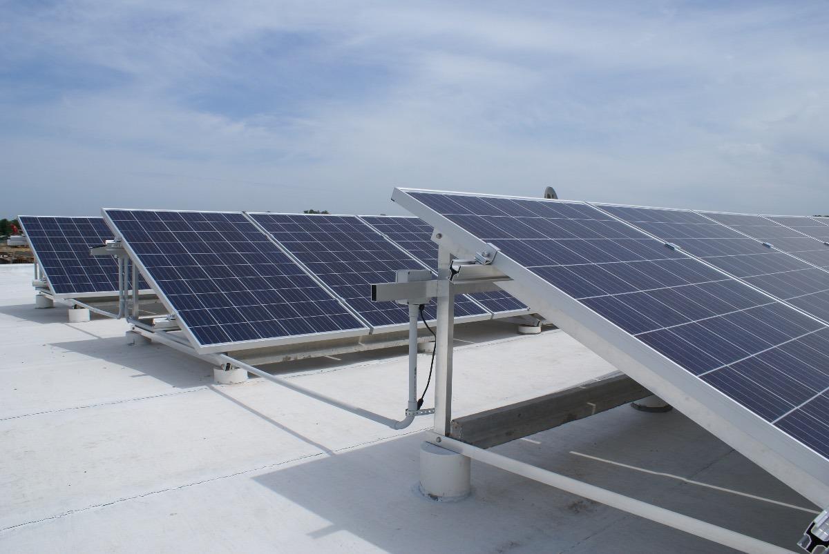 Instalacin de placas solares free instalacin solar para bombeo directo de agua with instalacin - Instalador de placas solares ...