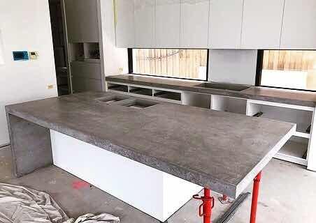 instalación topes de cocina de cuarzo granito y microcemento