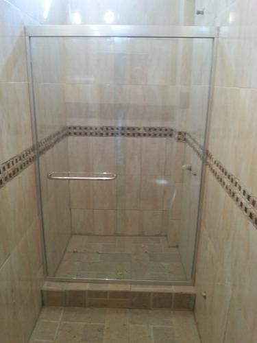 instalacion y venta de puertas de baño vidrio templado