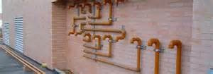 instalaciones internas y redes de gas natural y agua.