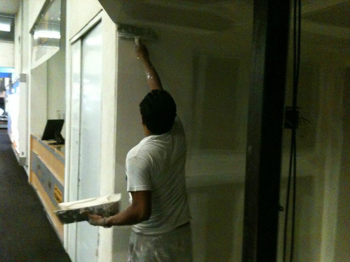 Instatalacion de plafones muros de tablaroca durock for Plafones luz pared