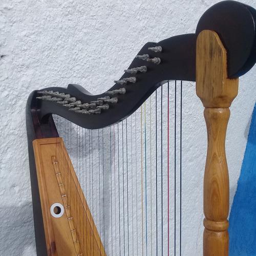 instrumentos musicales arpa llanera -cuatro-maracas