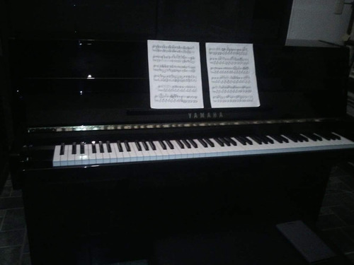 instrumentos. yamaha. piano. excelente estado.