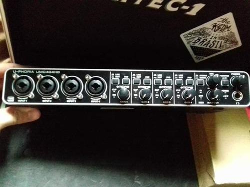 interface de áudio behringer u-phoria ucm404