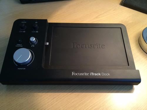 interface de áudio focusrite itrack dock