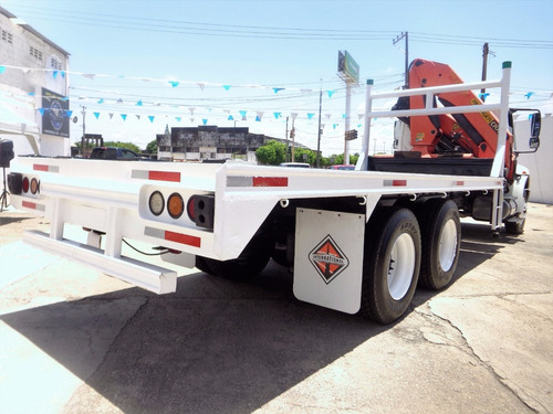 international 4400 con grua articulada palfinger 2012 blanco
