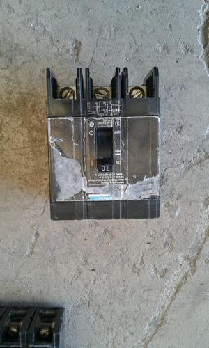 interruptor , 3 polo con zapatas, 70 amp siemens usado