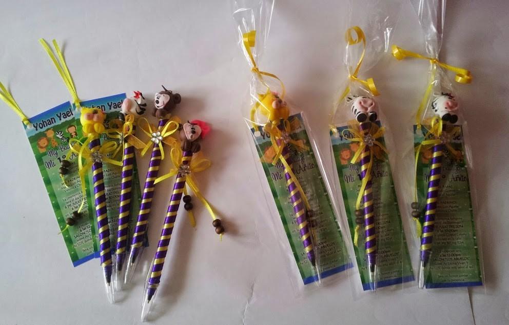Invitaciones recuerdos plumas fig pasta graduacion for Manualidades con plumas