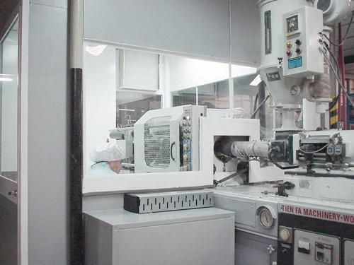 inyección de artículos plásticos, matricería y mecanizado.