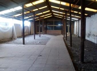 isidro casanova - local 990 m2 con salida a dos calles