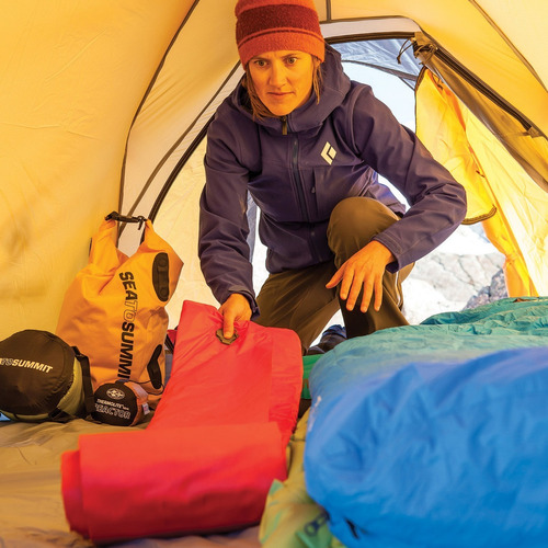 isolante inflável comfort plus insulated - sea to summit