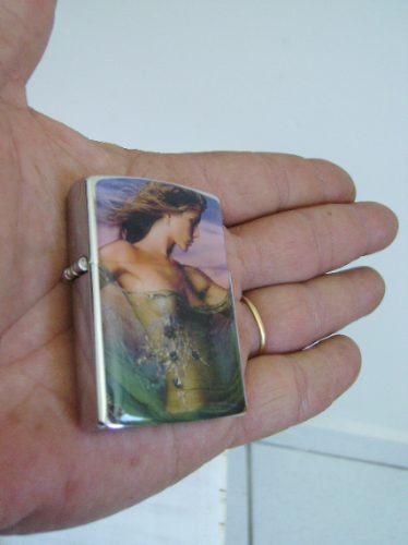 isqueiro decorado a fluído detalhe imagem mulher em resina