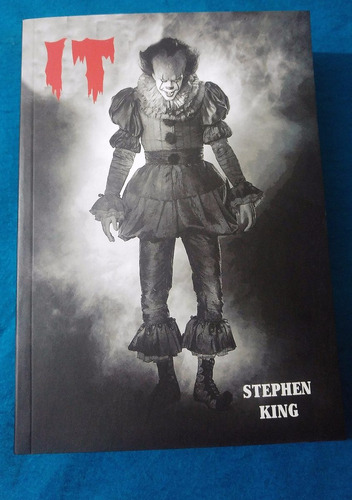 it (eso) stephen king payaso maldito portada pelicula nuevo