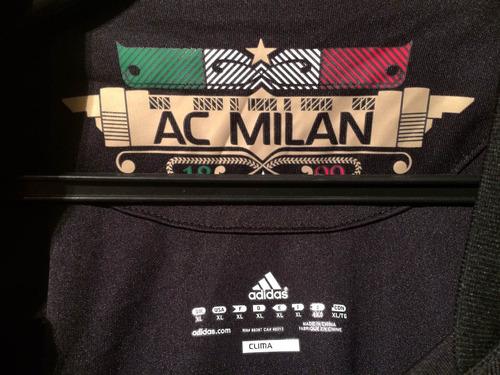 italia año camiseta milan