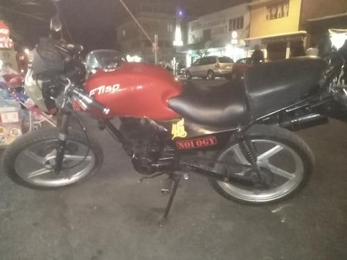 italika 150 negra con rojo