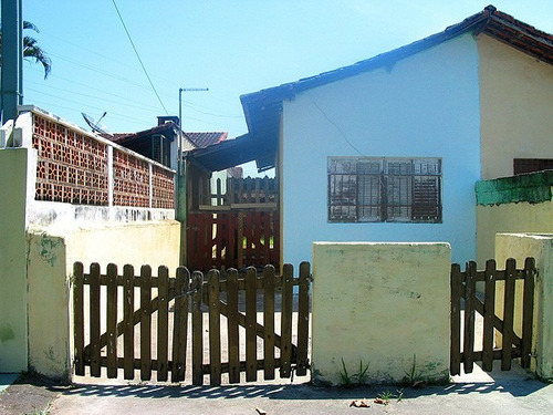 itanhaém casa com 2 quartos em rua calçada ref s379