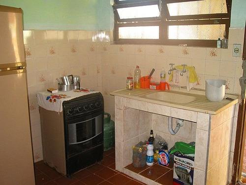 itanhaém com 2 quartos em rua calcada ref s379