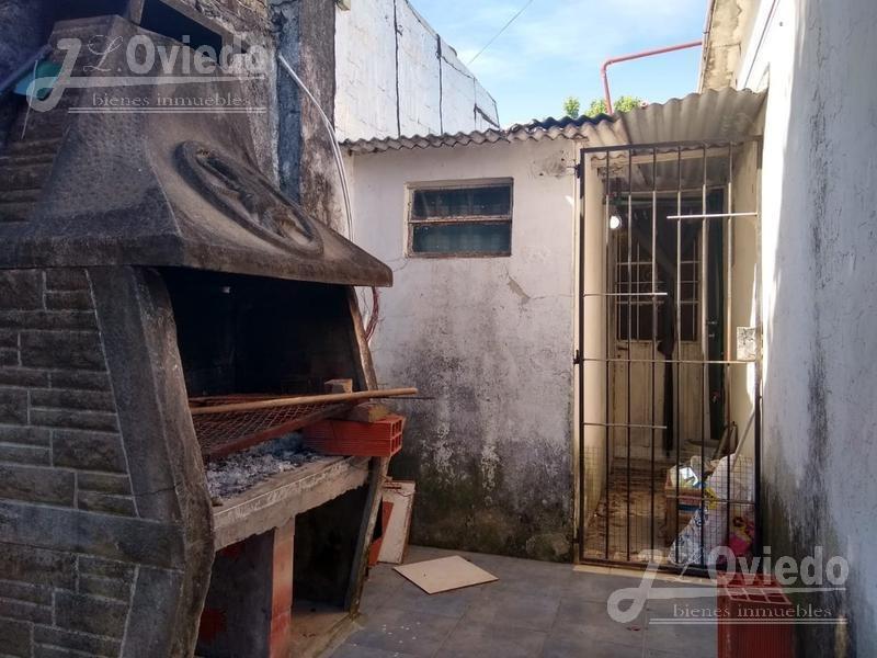 ituzaingo casa de 3 ambientes detras hospital nuevo. 1590