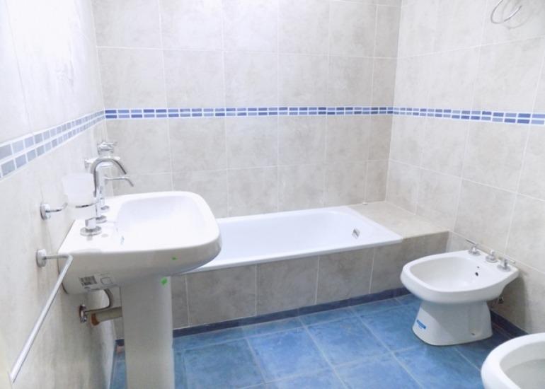 ituzaingo dueño vende casa a estrenar 4 amb 2 baños fondo