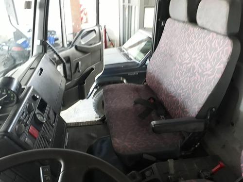 iveco 170e21 2006 con equipo regador de asfalto