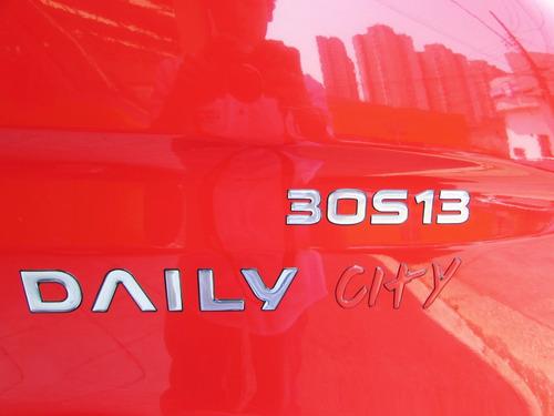 iveco daily bau 30s13 vermelha