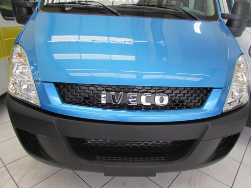 iveco daily chassi azul