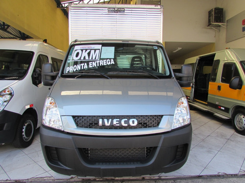iveco daily chassi bau cinza
