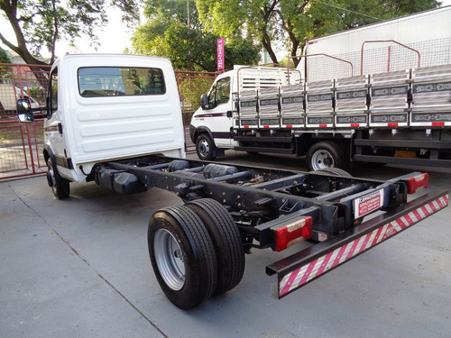 iveco daily chassi caminhão
