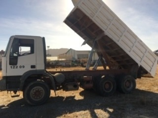 iveco  tipo  carga 23500 kg