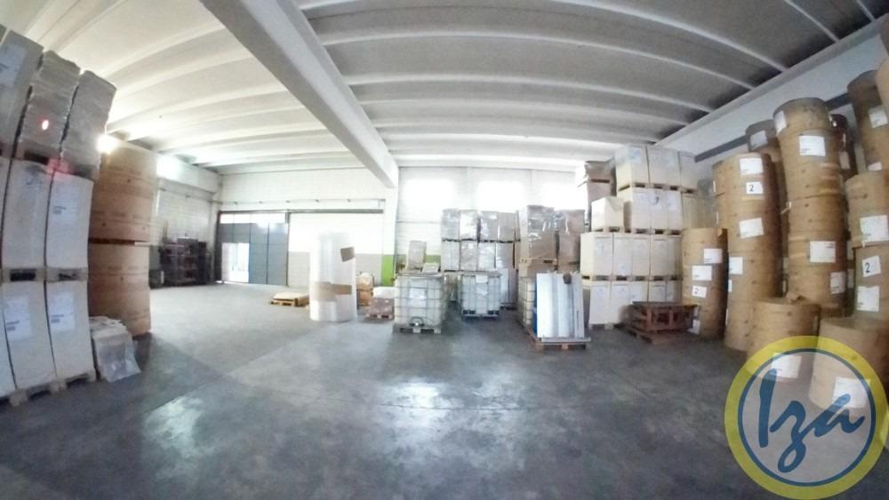iza. venta local industrial sobre gallinal