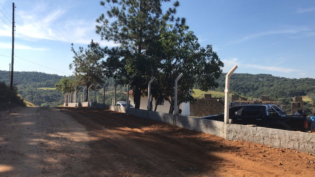 j lotes comerciais de 1000 m2 plano no acesso da represa