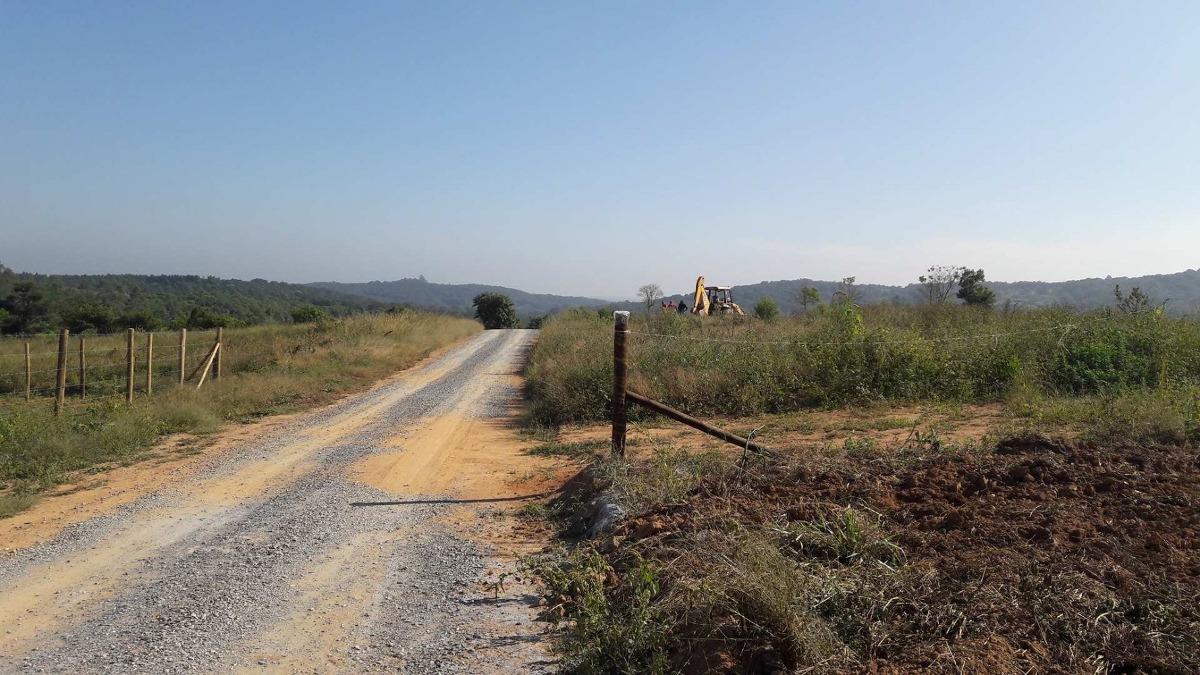j terrenos 100% plaino a 300 mtrs do asfalto posse imediata