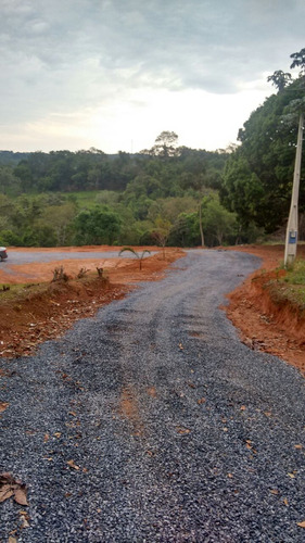 j terrenos 100% plaino a 300 mtrs do asfalto posse imediata