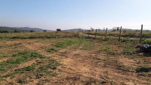 j terrenos prox da represa demarcados pronto para construir