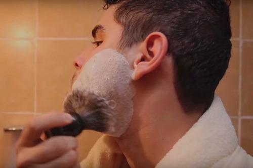 jabón para afeitar  el gran caruso  rojo