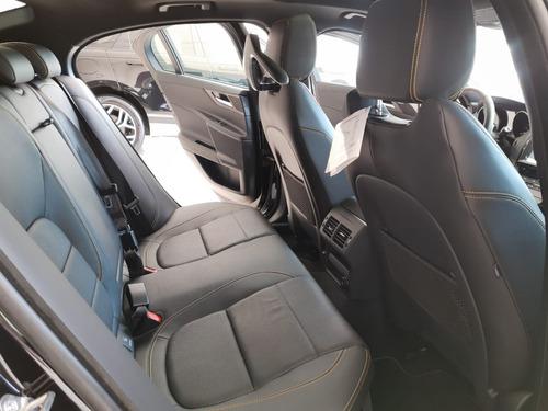 jaguar xe 2.0 r-sport at 300 hp  como auto nuevo ex demo