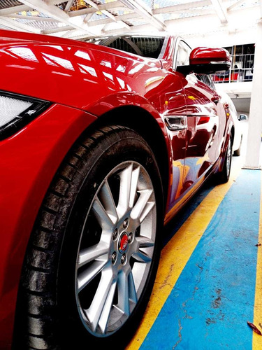 jaguar xe prestige 2.0t rojo