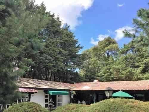 jajalpa casa estilo americano rodeada de jardines y arboles