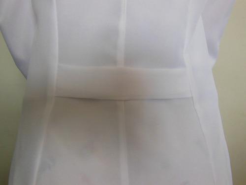 jaleco feminino gola padre e punho bordado na manga gratis.