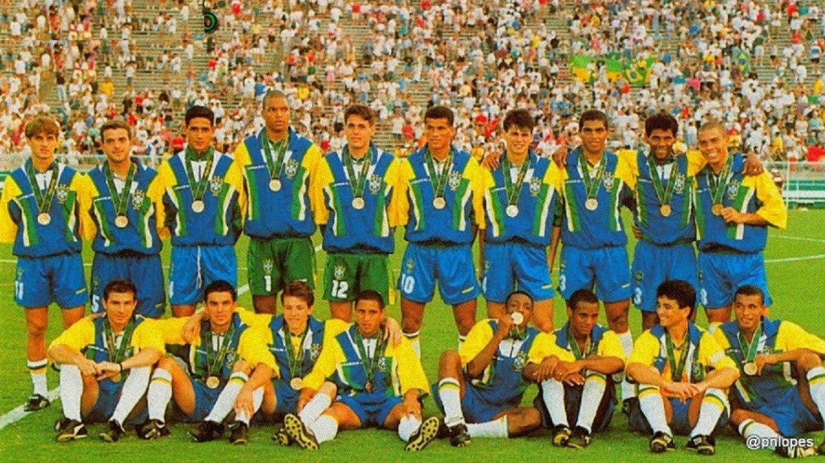 01c8fe34a0 jaqueta agasalho umbro seleção brasileira 94-95 romário. Carregando zoom.