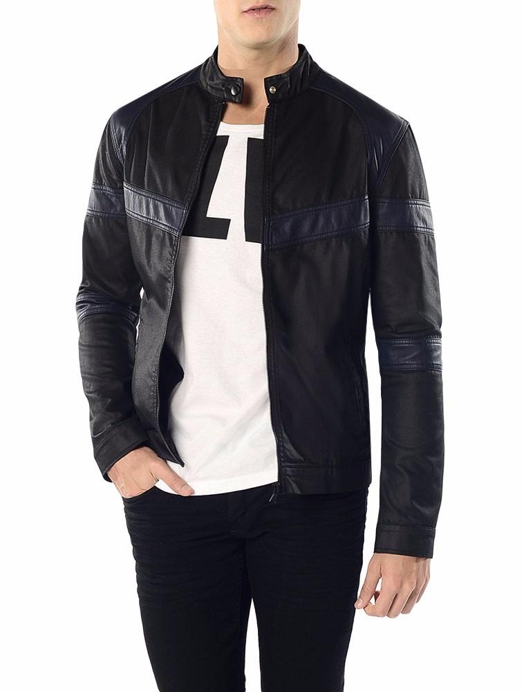 875616ea9d73f Jaqueta Bicolor Calvin Klein Jeans Com Recortes Preto - R  650,00 em ...