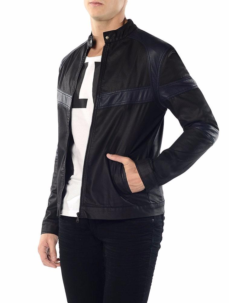 Jaqueta Bicolor Calvin Klein Jeans Com Recortes Preto - R  650,00 em ... 8f0aea34bf