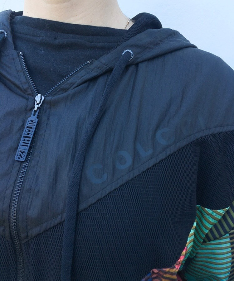 5d363e978 jaqueta corta-vento capuz colcci fitness feminina - original. Carregando  zoom.